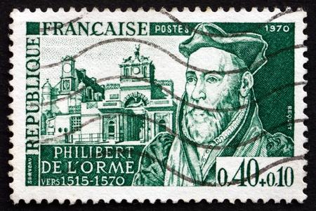 french renaissance: FRANCIA - CIRCA 1970: un sello impreso en la Francia muestra Philibert Delorme, arquitecto, uno de los grandes maestros del Renacimiento franc�s y Chateau Danet, alrededor de 1970