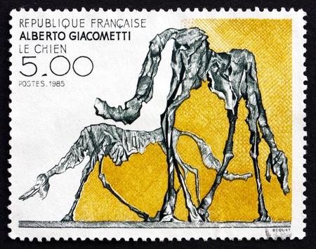 alberto: FRANCIA - CIRCA 1985: un sello impreso en la Francia muestra el perro, Resumen de Alberto Giacometti, alrededor de 1985