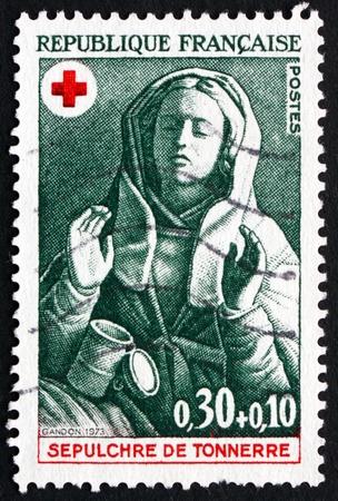 FRANCE - CIRCA 1973: un timbre imprimé en France montre Marie-Madeleine, conception de 15ème siècle Tombeau de Tonnerre, vers 1973