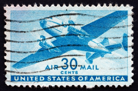 UNITED STATES OF AMERICA - CIRCA 1941: a stamp printed in the United States of America shows Twin-motored transport plane, circa 1941 Imagens - 22319332
