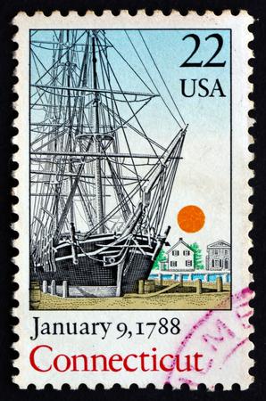 ratificaci�n: ESTADOS UNIDOS DE AMERICA - CIRCA 1988: un sello impreso en los EE.UU. muestra el barco, Connecticut, 9 de enero de 1788, Bicentenario de la ratificaci�n de la Constituci�n, alrededor de 1988