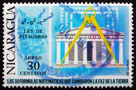 teorema: NICARAGUA - alrededor de 1971: un sello impreso en Nicaragua muestra Teorema de Pit�goras, longitud de los lados del tri�ngulo en �ngulo recto, alrededor del a�o 1971 Editorial