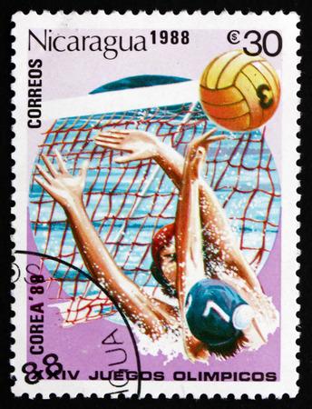 natation: NICARAGUA - CIRCA 1988: un sello impreso en Nicaragua muestra Waterpolo, 1988 Ol�mpicos, Se�l, alrededor de 1988