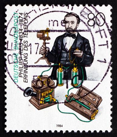 uitvinder: Duitsland - CIRCA 1984: een stempel gedrukt in de Duitsland toont Philipp Reis, Fysicus en Inventor, circa 1984 Redactioneel