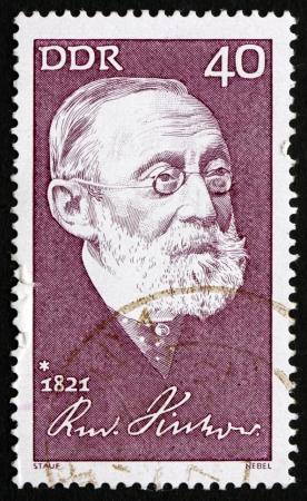 public health: RDA - alrededor de 1971: un sello impreso en la RDA muestra Rudolf Carl Virchow, Doctor, Antrop�logo, pat�logo y pol�tico, conocido por su Avance de la Salud P�blica, alrededor del a�o 1971 Editorial