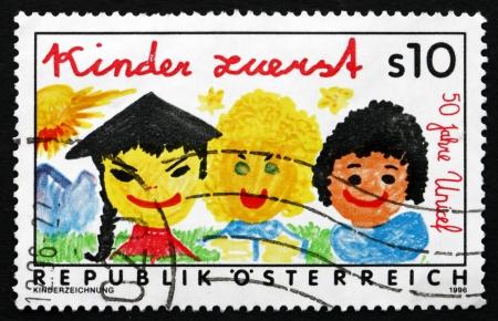 unicef: AUSTRIA - CIRCA 1996: un francobollo stampato in Austria spettacoli Children First, 50 � anniversario UNICEF, circa 1996