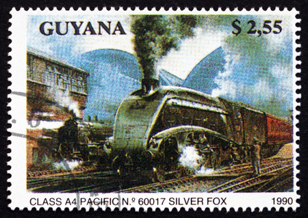 silver fox: GUYANA - CIRCA 1990: un sello impreso en Guyana muestra Clase A4, Pacific 60017 Silver Fox, locomotora, alrededor de 1990 Editorial