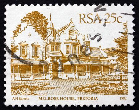 boer: Sud�frica - alrededor de 1982: un sello impreso en Sud�frica muestra Melrose House, Pretoria, fue la sede de las fuerzas brit�nicas durante la Segunda Guerra de los Boers, alrededor de 1982