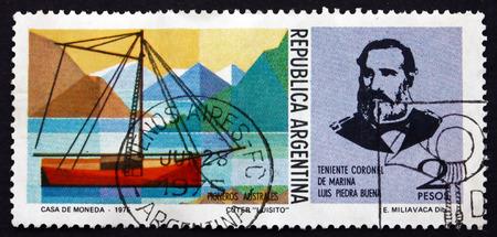 luitenant: ARGENTINIË - CIRCA 1975: een stempel gedrukt in de Argentinië toont Luitenant-kolonel Luis Piedrabuena en Snijder, Luisito, circa 1975 Redactioneel