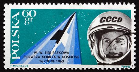 tereshkova: POLONIA - CIRCA 1963: un francobollo stampato in Polonia mostra Valentina Tereshkova, prima donna cosmonauta, intorno al 1963