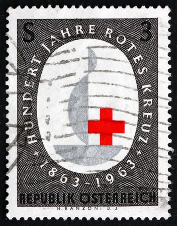 croix rouge: AUTRICHE - CIRCA 1963: un timbre imprim� � l'Austria montre embl�me, Croix-Rouge internationale, Centenaire, circa 1963
