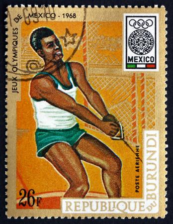 lancer marteau: BURUNDI - CIRCA 1968: un timbre imprim� au Burundi montre Lancer du marteau, Jeux Olympiques 19e, Mexico, circa 1968 Editeur