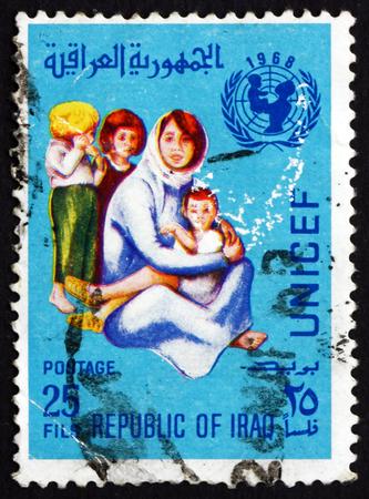unicef: IRAQ - CIRCA 1968: un francobollo stampato in Iraq mostra Madre e bambini, l'UNICEF, circa 1968