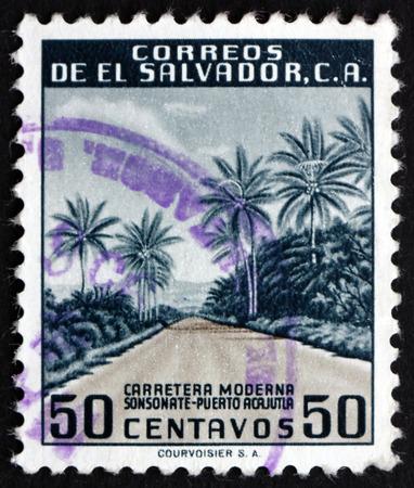 EL SALVADOR - CIRCA 1954: een stempel gedrukt in El Salvador toont Modern Highway, circa 1954 Redactioneel