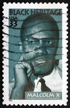 USA CIRCA 1999: un timbre imprimé aux Etats-Unis montre militant Malcolm X aux droits civils Black Heritage vers 1999 Banque d'images - 39860925