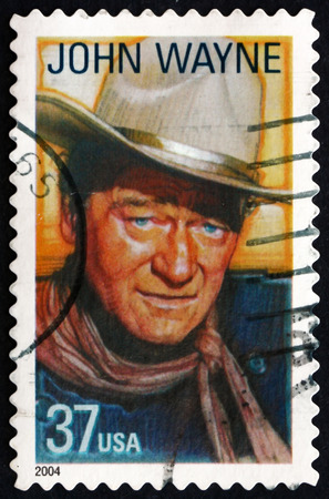 USA - CIRCA 2004: a stamp printed in the USA shows John Wayne, American Film Actor, Director and Producer, circa 2004 新聞圖片