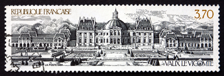 vaux: FRANCE - CIRCA 1989: a stamp printed in the France shows Vaux le Vicomte, is a Baroque French Chateau Located in Maincy, near Melun, circa 1989 Editorial