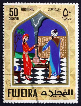 lampara magica: FUJEIRA - CIRCA 1967: un sello impreso en la muestra Fujeira Escena del cuento de hadas de Aladino y la l�mpara m�gica, alrededor de 1967