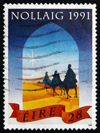 reyes magos: Irlanda - alrededor de 1991: Un sello impreso en Irlanda muestra Magos y la estrella, Navidad, alrededor del año 1991 Editorial
