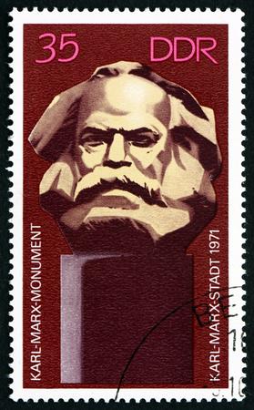 poststempel: DEUTSCHLAND - CIRCA 1971: Ein Stempel in Deutschland gedruckt zeigt Karl Marx Monument, Enthüllung des Karl-Marx-Denkmals bei Karl-Marx_Stadt (Chemnitz), circa 1971