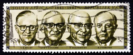 oficina antigua: Sud�frica - alrededor de 1981: un sello impreso en Sud�frica muestra ex presidentes Swart, Fouch�, Diederichs y Vorster, 1961-1981, alrededor de 1981 Editorial