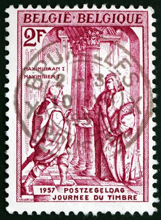 recibo: BELGIUM - CIRCA 1957: a stamp printed in the Belgium shows Emperor Maximilian I Receiving Letter, Day of the Stamp, circa 1957