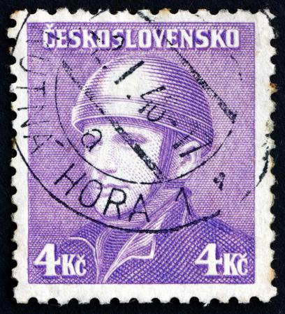 seconda guerra mondiale: CZECHOSLOVAKIA - CIRCA 1945: a stamp printed in Czechoslovakia shows Josef Gabcik, Parachutist, Second World War, circa 1945 Editoriali