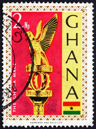 poststempel: GHANA - CIRCA 1967: eine Briefmarke gedruckt in Ghana zeigt Ghana Mace (goldenen Stab), das Symbol der Autorität des Parlaments, um 1967