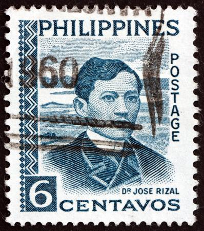 FILIPINAS - CIRCA 1959: un sello impreso en Filipinas muestra a José Rizal, retrato, héroe nacional, nacionalista y reformista, circa 1959 Foto de archivo - 89156541