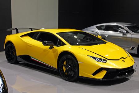 CROATIE ZAGREB, 13 avril 2018: vue d'une Lamborghini Huracan LP640 Performante jaune au salon de l'auto de Zagreb, Croatie