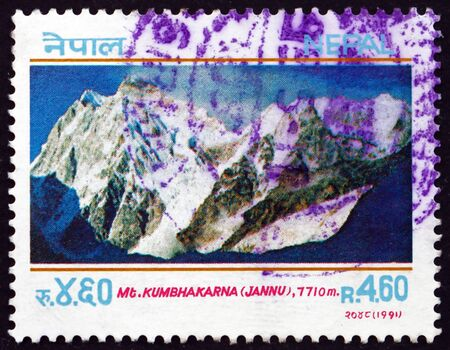 NEPAL - CIRCA 1991: a stamp printed in the Nepal shows Mt. Kumbhakarna, mountain peak in eastern Nepal, circa 1991 新聞圖片