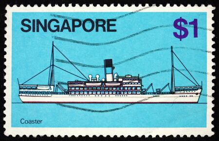 SINGAPORE - CIRCA 1980: a stamp printed in Singapore shows coaster, coastal trading vessel, is a shallow-hulled ship used for trade between locations on the same island or continent, circa 1980 新聞圖片