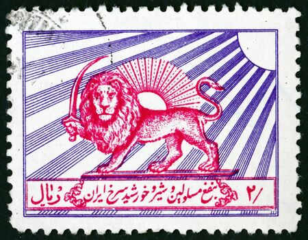 IRAN - CIRCA 1966: a stamp printed in the Iran shows Iranian lion in front of the sun, circa 1966 新聞圖片
