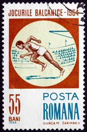 ROMANIA - CIRCA 1964: a stamp printed in Romania shows running, 1964 Balkan games, circa 1964 新聞圖片