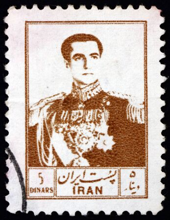 IRAN - CIRCA 1954: a stamp printed in the Iran shows Mohammad Reza Shah Pahlavi, Shah of Persia, circa 1954 新聞圖片