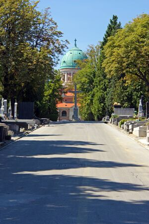 ZAGREB, CROATIA - AUGUST 21, 2012: The Mirogoj cemetery is a cemetery park, one of the most notable sites of Zagreb, Croatia 新聞圖片