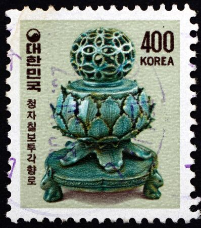 SOUTH KOREA - CIRCA 1983: a stamp printed in South Korea shows Korean Celadon Incense Burner, porcelain produced during the Goryeo dynasty (918-1392), circa 1983 報道画像