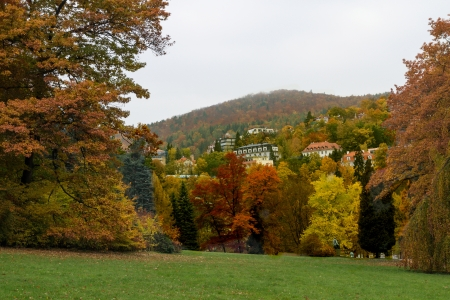 karlovy: Autumn park in Karlovy Vary about parkhotel Richmond