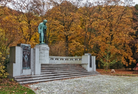 beethoven: Monument to Beethoven in park about parkhotel Richmond Editorial