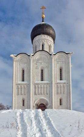 nerl river: The Church of the Intercession of the Holy Virgin on the Nerl River is an Orthodox church and a symbol of medieval Russia. Stock Photo
