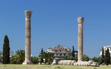 El Templo de Zeus Olímpico es un colosal templo en ruinas en el centro de la capital griega Atenas que fue dedicada a Zeus Foto de archivo - 20773169