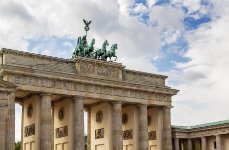Das Brandenburger Tor ist ein ehemaliges Stadttor, im späten 18. Jahrhundert als eine neoklassische Triumphbogen umgebaut und heute eines der bekanntesten Wahrzeichen von Deutschland. Lizenzfreie Bilder