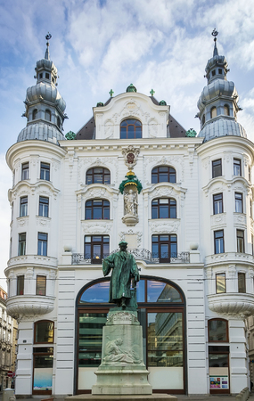 gutenberg: monument to Gutenberg in the downtown Vienna before the building of ancient department store, Austria Stock Photo