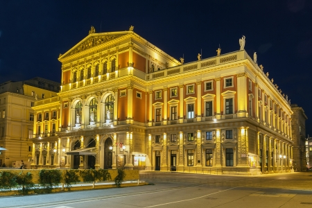 innere: The Wiener Musikverein is a concert hall in the Innere Stadt borough of Vienna, Austria. It is the home to the Vienna Philharmonic orchestra.