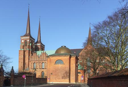 Roskilde Cathedral ist eine Kathedrale der lutherischen Kirche von Dänemark. Das erste gotische Kathedrale auf der Backstein gebaut werden, ermutigt es die Ausbreitung der Backsteingotik in ganz Nordeuropa. Lizenzfreie Bilder