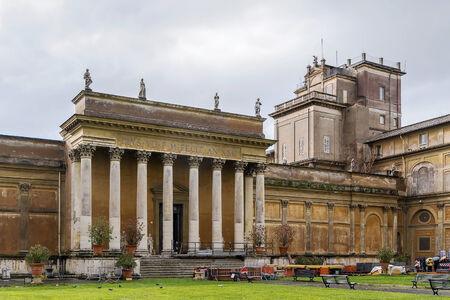 Braccio Nuovo (New Wing) nel cortile dei Musei Vaticani