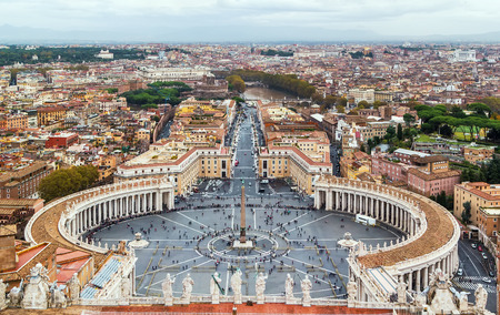 View of St. Peter Square and Rome from the Dome of St. Peter Basilica, Vatican Фото со стока - 36090592