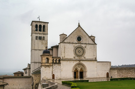 Der Päpstliche Basilika des Heiligen Franziskus von Assisi ist die Mutterkirche der römisch-katholischen Franziskanerordens in Assisi, Italien.