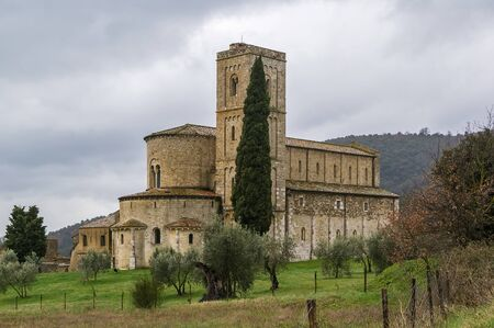 abbazia: The Abbey of Sant Antimo is a former Benedictine monastery in the comune of Montalcino, Tuscany.