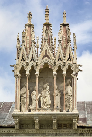 campo dei miracoli: sculptural group on the roof of Camposanto Monumentale in Pisa, Italy Stock Photo